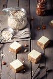 Pindakaas en witte chocoladevierkanten Stock Fotografie