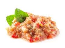Pindjur -沙拉用烤茄子、蕃茄和甜椒 免版税图库摄影