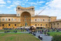 Pinecone的庭院在梵蒂冈博物馆的 意大利罗马 免版税库存照片