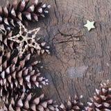 Pinecone e Natale della stella di scintillio Fotografia Stock