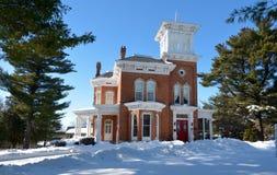 Pinehill-Gasthaus im Schnee Stockfotografie