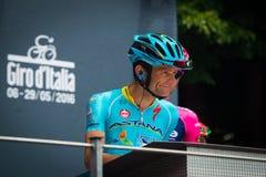 Pinerolo, Италия 27-ое мая 2016; Мишель Scarponi, команда Астаны, к подписям подиума перед началом этапа Стоковая Фотография
