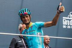 Pinerolo, Италия 27-ое мая 2016; Мишель Scarponi, команда Астаны, к подписям подиума перед началом этапа Стоковое Изображение