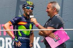 Pinerolo, Италия 27-ое мая 2016; Alejandro Valverde, команда Movistar, к подписям подиума перед началом этапа Стоковая Фотография