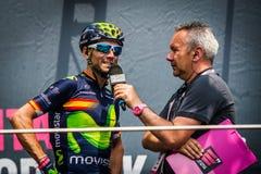 Pinerolo, Италия 27-ое мая 2016; Alejandro Valverde, команда Movistar, к подписям подиума перед началом этапа Стоковые Фотографии RF