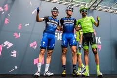 Pinerolo, Италия 27-ое мая 2016; Moreno Moser, команда Cannondale, с Trentin и Brambilla к подписям подиума перед стартом Стоковое Изображение RF