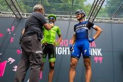 Pinerolo, Италия 27-ое мая 2016; Moreno Moser, команда Cannondale, с Trentin и Brambilla к подписям подиума перед стартом Стоковые Изображения RF