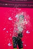 Pinerolo, Italië 26 Mei, 2016; Steven Kruijswijk op het podium in roze Jersey is de leider van de Algemene Classificatie na vin Stock Foto
