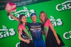 Pinerolo, Italie le 26 mai 2016 ; Matteo Trentin sur le podium après gain de l'étape Photographie stock