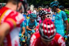 Pinerolo, Italie le 27 mai 2016 ; Vincenzo Nibali, équipe d'Astana, concentrée dans le groupe avant le début de l'étape Photographie stock libre de droits