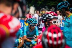 Pinerolo, Italie le 27 mai 2016 ; Vincenzo Nibali, équipe d'Astana, concentrée dans le groupe avant le début de l'étape Images stock