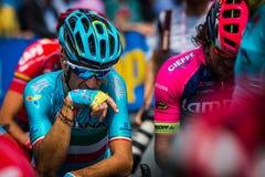 Pinerolo, Italie le 27 mai 2016 ; Vincenzo Nibali, équipe d'Astana, concentrée dans le groupe avant le début de l'étape Image libre de droits