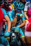 Pinerolo, Italie le 27 mai 2016 ; Vincenzo Nibali, équipe d'Astana, concentrée dans le groupe avant le début de l'étape dure de m Photos libres de droits