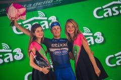 Pinerolo, Włochy Maj 26, 2016; Matteo Trentin na podium po wygrywać scenę Obrazy Royalty Free