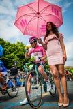 Pinerolo, Włochy Maj 27, 2016; Steven Kruijswijk, loteryjki drużyna w Różowym bydle w przednim rzędzie przygotowywającym zaczynać Fotografia Royalty Free