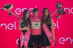 Pinerolo, Włochy Maj 26, 2016; Steven Kruijswijk na podium w różowym bydle jest liderem Ogólny gatunkowanie po żebra Zdjęcie Royalty Free