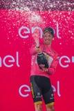 Pinerolo, Włochy Maj 26, 2016; Steven Kruijswijk na podium w różowym bydle jest liderem Ogólny gatunkowanie po żebra Obrazy Stock