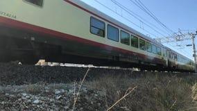 05 09 2018 Pineto, Abruzzo - τραίνο frecciabianca απόθεμα βίντεο