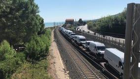 05 09 2018 Pineto, Abruzzo - φορτηγό τρένο με τα οχήματα άνωθεν φιλμ μικρού μήκους