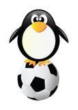 Pingüino del vector con el balón de fútbol stock de ilustración