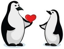 Pingüinos con el corazón de la tarjeta del día de San Valentín Foto de archivo libre de regalías