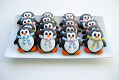Pingüinos, galletas de la Navidad para los niños Fotos de archivo libres de regalías