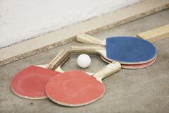 Ping pong ball and paddles Royalty Free Stock Photography