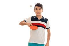 Ping-pong di pratica dello sportivo allegro isolato su fondo bianco Fotografia Stock