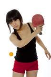 Ping-pong palying della donna asiatica giovane Fotografia Stock