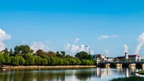 Ping River nära den Nawarat bron Mueang Chiang Mai District som är chian Arkivfoton