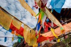 PINGAN, CHINA - 9 de julho de 2014: Bandeira da oração em Shazong Ritod Monaste Imagens de Stock