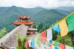 PINGAN, CHINA - 9 de julho de 2014: Bandeira da oração em Shazong Ritod Monaste Fotografia de Stock Royalty Free