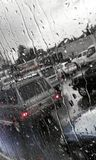 Pingos de chuva em um vidro do carro Foto de Stock Royalty Free