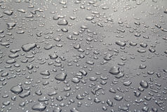 Pingos de chuva metálicos Imagens de Stock