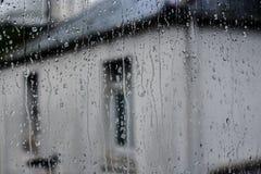 Pingos de chuva na janela Fotografia de Stock Royalty Free