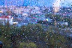 Pingos de chuva na superfície dos vidros de janela fotografia de stock