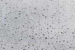 Pingos de chuva no vidro fotografia de stock