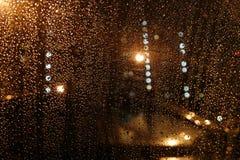 Pingos de chuva no vidro Imagens de Stock