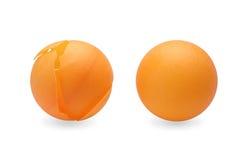 Pingpongbal en verpletterde pingpongbal stock fotografie