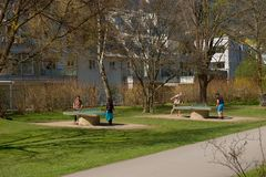 Pingpongspelers op de strandboulevard in Innsbruck Stock Afbeeldingen