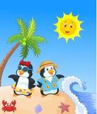 Pinguim bonito dos desenhos animados nas férias de verão Fotos de Stock