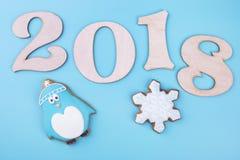 Pinguim e floco de neve com 2018 figuras ilustração do vetor