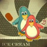 Pinguin mit Eiscreme Lizenzfreie Stockfotos