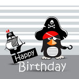 Pinguino felice del pirata del biglietto di auguri per il compleanno divertente Fotografie Stock