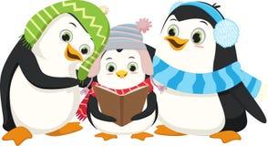 Pinguins bonitos que cantam a música de natal do Natal Imagens de Stock Royalty Free
