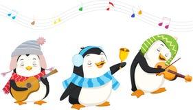 Pinguins bonitos que jogam instrumentos musicais do Natal Fotos de Stock Royalty Free