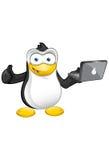 Pingvinmaskot - tum upp - bärbar dator Arkivfoto