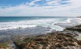 Pingwin wyspa: Turkusowy Seascape Obraz Royalty Free
