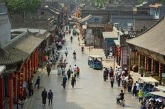 Pingyao, China - 19 de mayo de 2017: Peaple en mercado en la calle de la ciudad antigua China de Pingyao Imagen de archivo