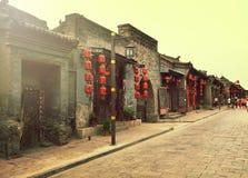 Pingyao Kina - mars 03, 2018: Garneringen av röda lampions på gatan av Pingyao den forntida staden Kina Arkivbild